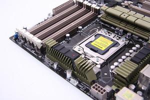 SSD搭載PCのメモリを12GBから48GBに増やすとするだろ