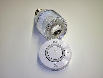 「天井から音が降り注ぐ」 ソニーがLED電球一体型のBluetoothスピーカー「LSPX-100E26J」を発表