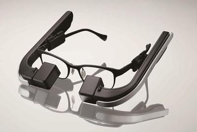 メガネスーパー、両眼視で見やすいウェアラブル端末「b.g.」のプロトタイプを発表