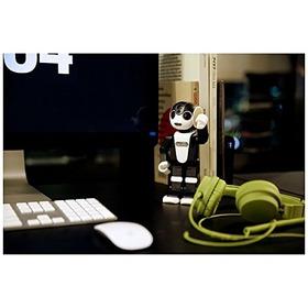 【ロボホン】「携帯するロボット」は経営再建中のシャープを救うか
