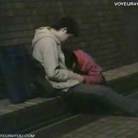外で隠れながらフェラさせてるカップルを盗撮!ティッシュでの後処理が生々しい(^_^.)!!:最高に抜けるXvideos無料エロ動画まとめ