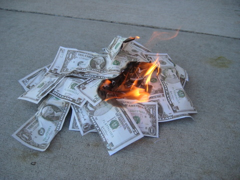 130743991047416316952_Money_Burning_02