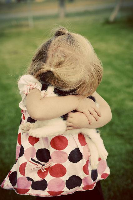吹くほど可愛い画像『少女に全力で抱きしめられて。。』