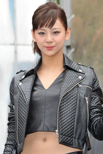 西内まりや、へそ出しセクシー女戦士風コスプレが可愛い!![画像あり]