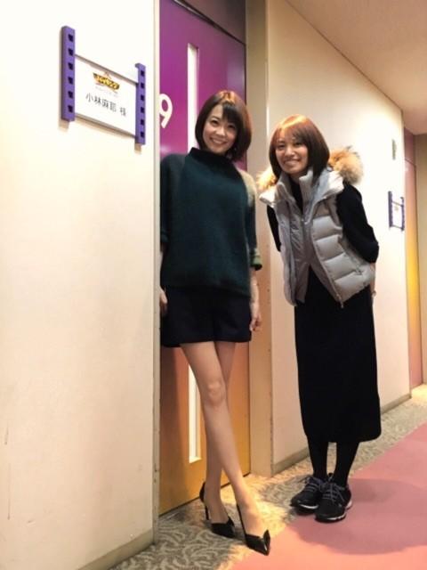 小林麻耶(36)女子のミニスカ美脚姿が美しい【画像あり】