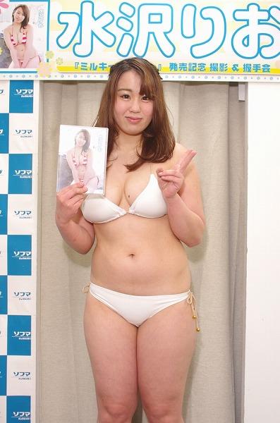 【ソフマップ】新人グラドル・水沢りお(18)、Gカップ眼帯水着がセクシー【画像あり】