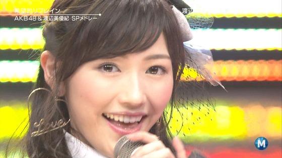 AKB48渡辺麻友ってさステージで何か白く発光してない?いったいこれはなんなの?【画像あり】