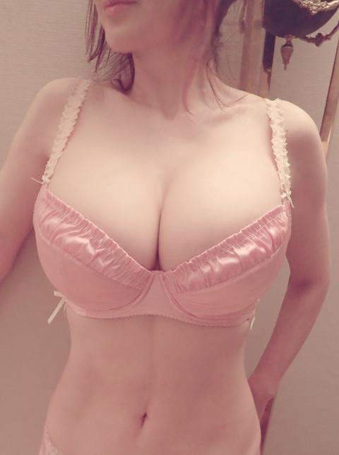 叶美香さんの自撮り下着おっぱいwwwww[画像あり]