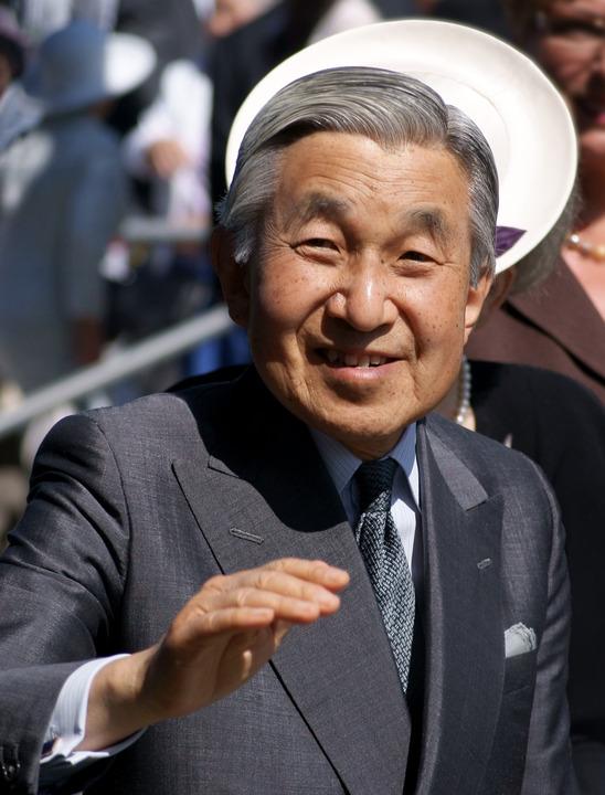 日本人って何で天皇を崇めてんだよwwwww