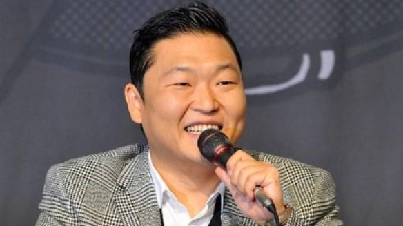 韓国歌手PSYがイタリアのサッカー場で『江南スタイル』を披露 → 観客から大ブーイング! →