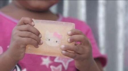 WHO「子供が感染症で多く死ぬ…そうだ、石鹸に玩具を埋め込めば手を洗うはず」 → 感染症70%減