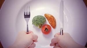 睡眠時間減らすと食事量が増える