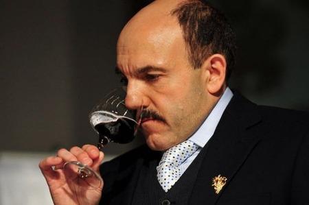 ソムリエを欺くことなんて簡単だ、ワインの色を変えればいいのだ