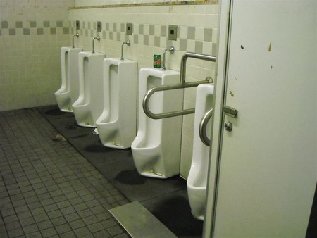米国ではトイレで手を洗わない人が大多数。日本でも手を洗わない奴居るよな。