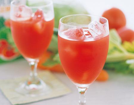 【衝撃】 医学博士 「野菜ジュースを飲むと、逆に不健康になります」 マジかよ・・・