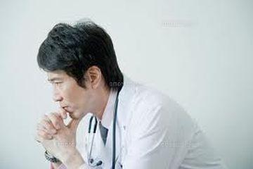 モンスター患者に殴られた医師10人に1人 会話不足も一因か