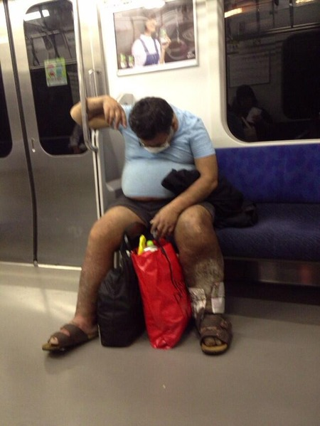 日本では糖尿病患者が電車に乗ってても誰も助けないと話題に!