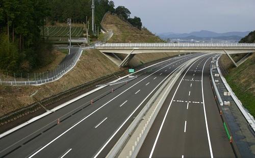 NEXCO「高速道路で逆走するバカが多いので色を塗るわ」