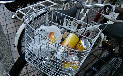 他人の自転車のかごにゴミ捨てるやつってなんなの?