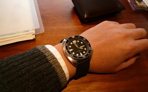 【驚愕】新卒が職場にバカデカい腕時計してきたから怒ってやった