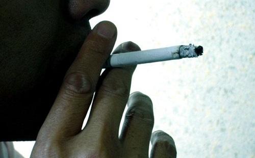 喫煙所で女の子に火貸してくれませんかって言われたったwwwwww