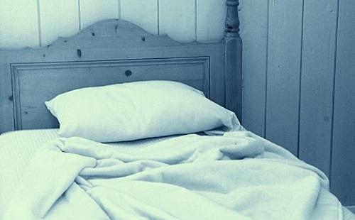 上向きで寝るアホwwwwwwwwwwwwwwwwwwww