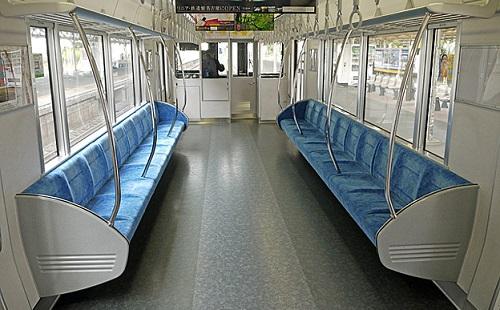 電車で外人のとなりに座ったら「ノォ・・・」とか言われたんだが