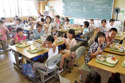 中国人「日本の小学1年生はよく訓練された兵士のようで恐ろしいアル」