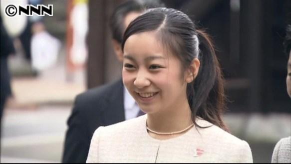 【佳子さま最新画像】髪型をポニーテールになされて大学合格後、初の公務へ