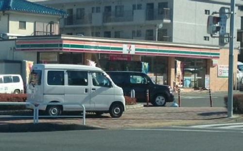 信号待ちを避けてコンビニの駐車場をショートカットする馬鹿はなんなの?