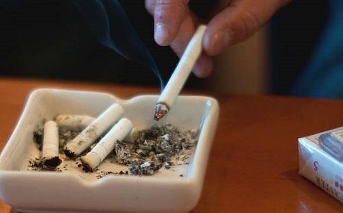初めてタバコを吸ってみた結果wwwwwwww