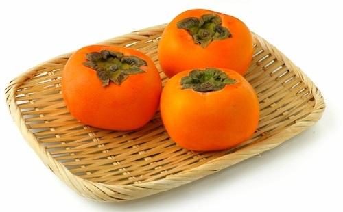柿って皮ごと食うよな?wwwwww
