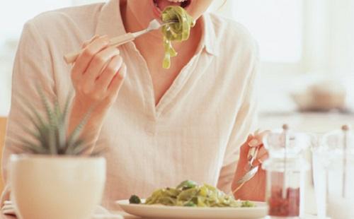 男「俺食っても太らない体質だからさ~www」 ←は?