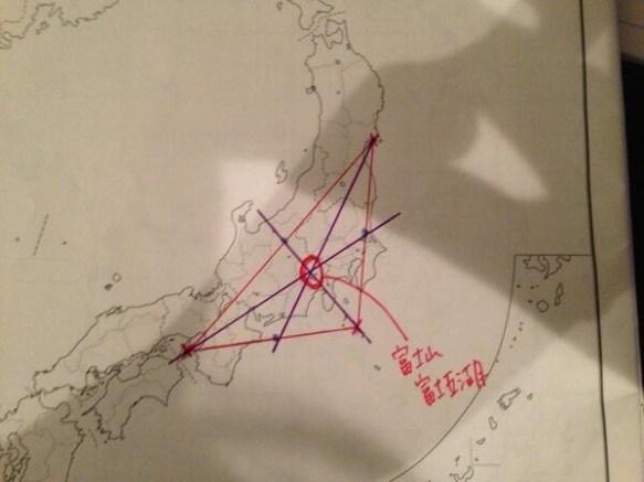 最近地震のあった場所を線で結んだら・・・・・・ ((((゚Д゚)))ガタガタ