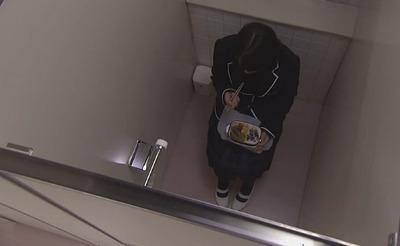トイレで食うとかないよなぁ