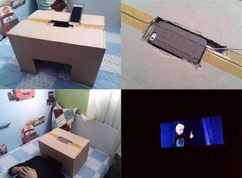 【画像あり】 iPhoneと段ボールを使って、「映画館」を作った人が凄すぎると話題wwwwww