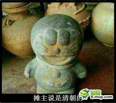 【画像】中国の遺跡から発掘された像が、どう見てもドラえもんな件