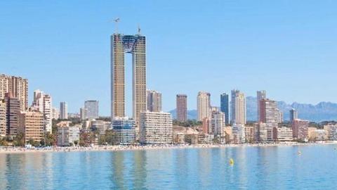 【超悲報】 スペインの47階建て高さ200mの超高層ビル、エレベーターを付け忘れる wwwwwwwww