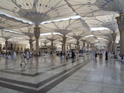 預言者のモスクの傘をたたむとスターウォーズっぽい00