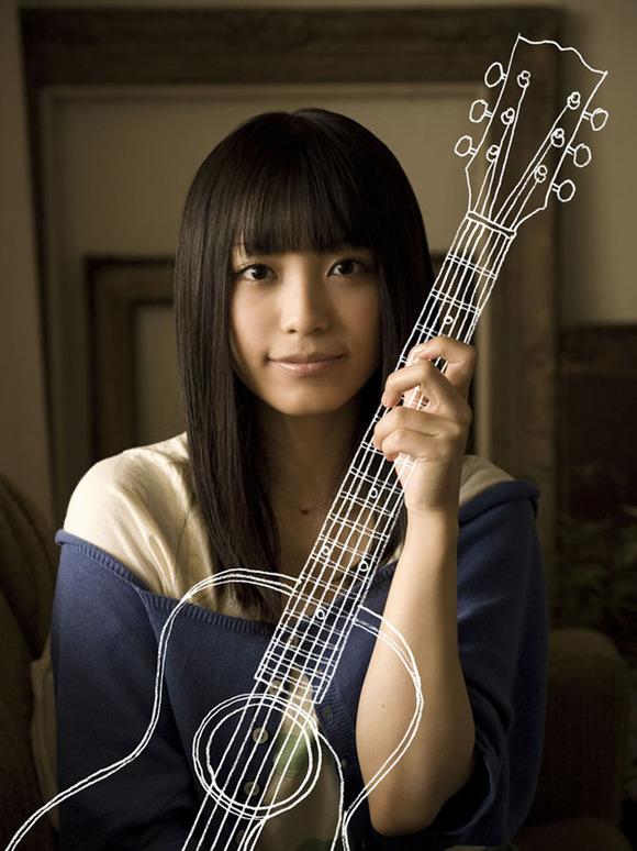 miwaのギターケース背負った姿かわいすぎワロタwwwwww