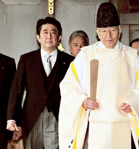 いよいよ「ウルトラ右翼」の本性がムキ出しに・・・安倍首相「70年談話」戦前逆戻り〔ゲンダイ〕