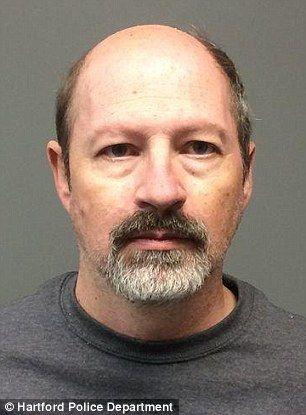 53歳の男、14歳少女と2週間のハネムーン逃避行、ディズニーの妖精ファンサイトで知り合い・・・逮捕(画像あり)