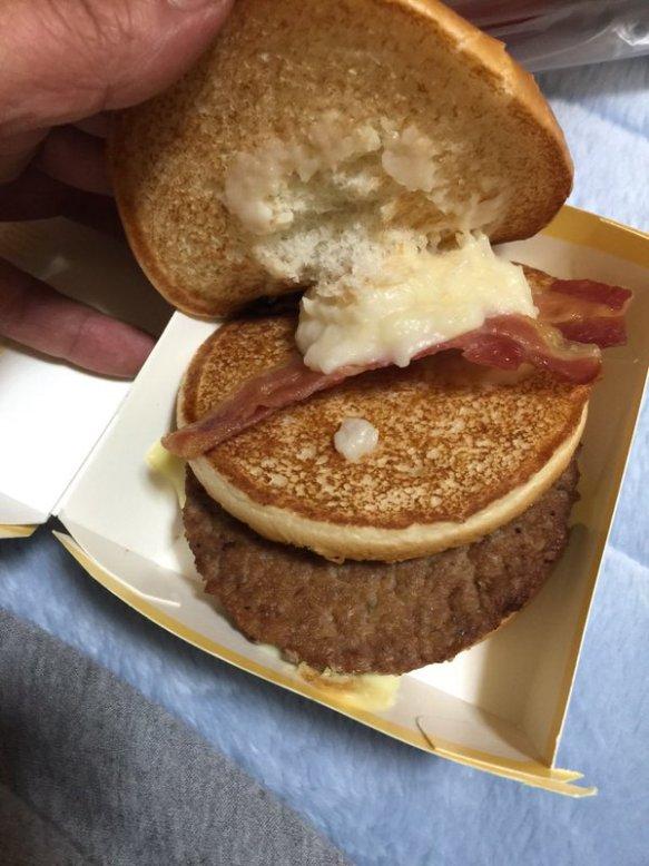 マクドナルドが名前募集中の新バーガー、最多支持は「詐欺バーガー」