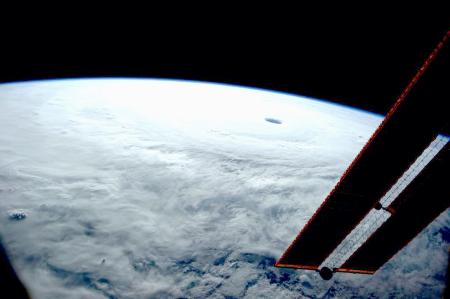 「宇宙からたくさん(熱帯低気圧を)見てきたけど、こんな台風見たことない」NASA飛行士が驚く