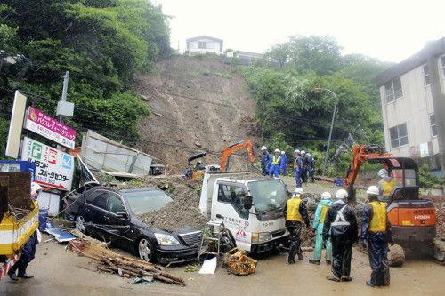 「バリバリバリ」横須賀で崖崩れ…関東大雨続く