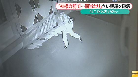 神社で地蔵など壊される被害相次ぐ 防犯カメラに不審な男