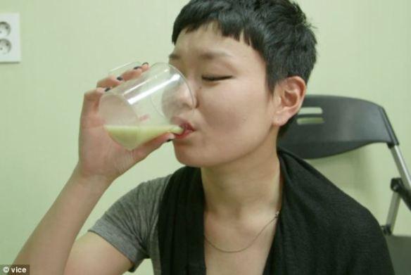 乾杯!..人糞で作る韓国伝統のグロテスクな米酒「トンスル」、骨折やてんかん(火病?)などに効く万能薬だとか(動画)