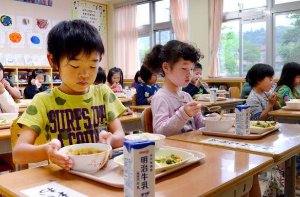 白バラ牛乳が飲みたくて 鳥取県、給食の入札拒否を決意