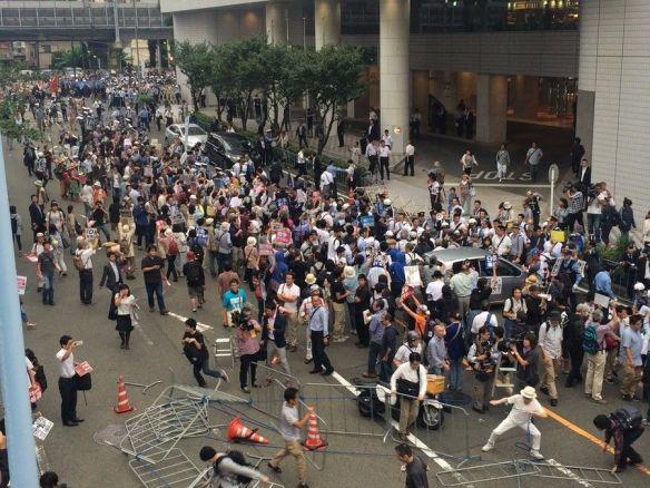 安保法制反対を訴えるデモ隊と機動隊がもみ合い(写真あり)