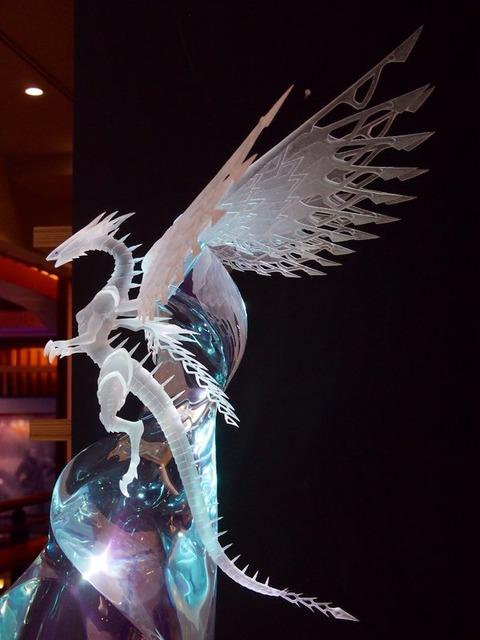 【遊戯王映画】新宿バルト9で薬師寺さんの水の彫刻「深愛白龍」が展示中!